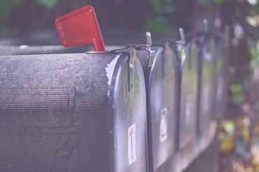 Przegląd narzędzi email mailingowych. Topowy Mailchimp i jego alternatywy: vs Sendinblue, GetResponse, ConvertKit, HubSpot - funkcjonalności, różnice, ceny.