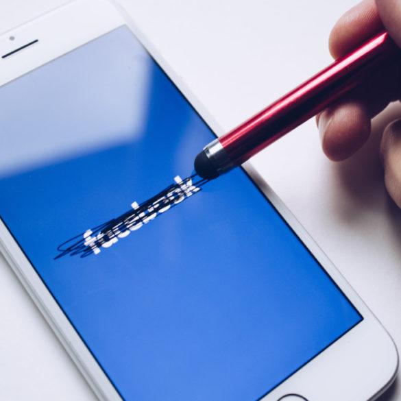 wpływ Facebooka na świat