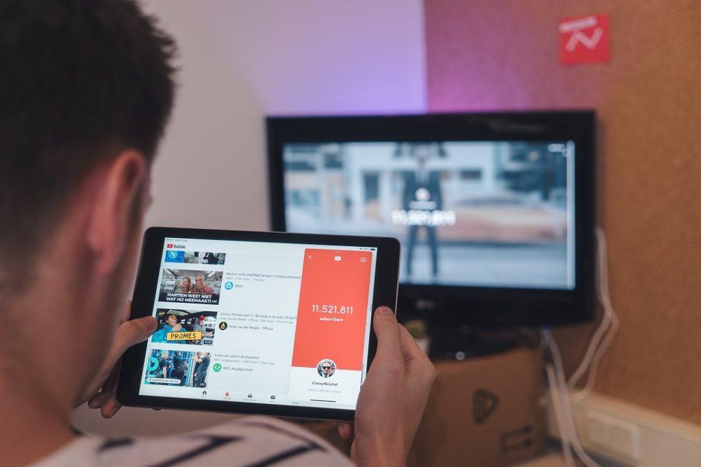 YouTube - co wpływa nazasięgi filmów